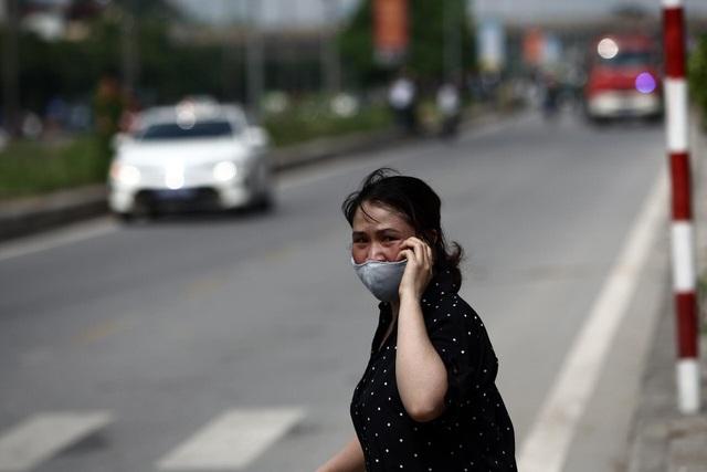 Hà Nội: Cháy lớn gần tổng kho xăng dầu, thùng hóa chất văng xa trăm mét - 15
