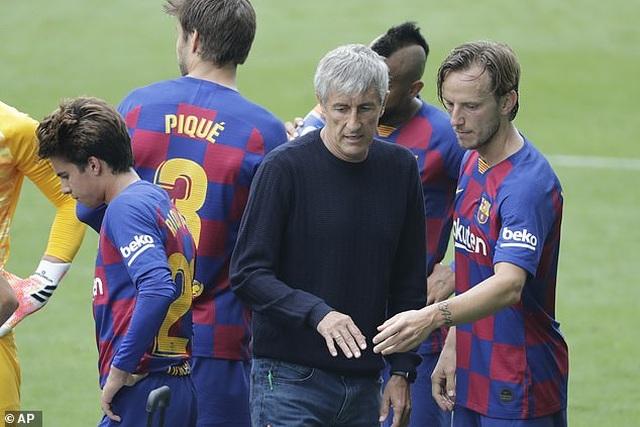"Khiến Messi phật ý, HLV Barcelona sắp bị ""trảm""? - 2"
