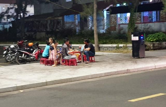 Loa karaoke di động tra tấn người dân và du khách tại Phú Yên - 2