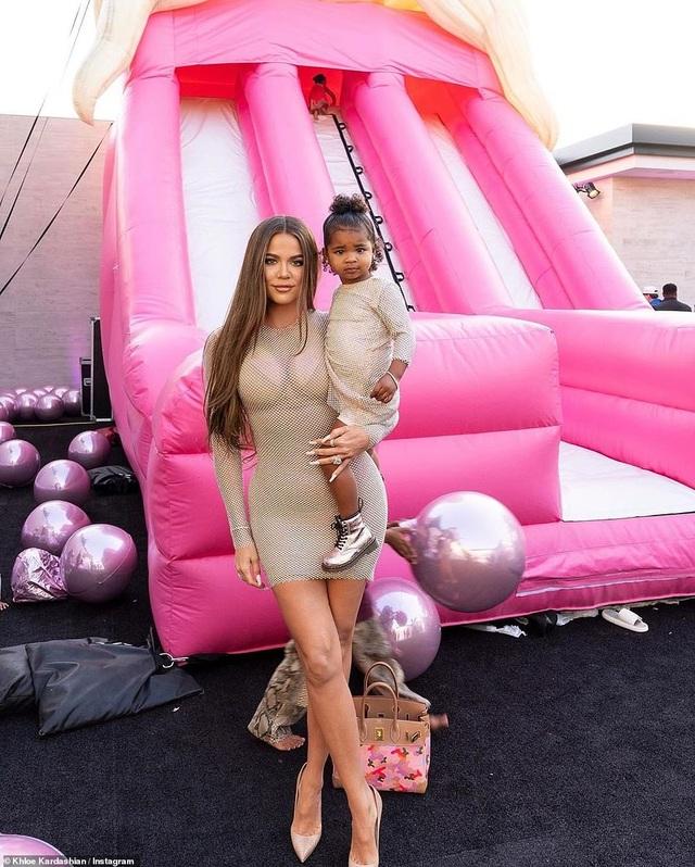Toàn cảnh tiệc sinh nhật xa hoa của Khloe Kardashian - 7