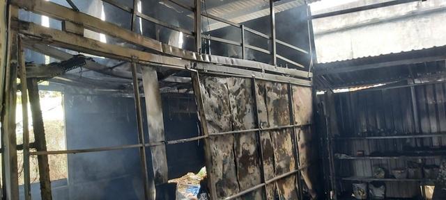 """Bà hỏa"""" thiêu rụi cơ sở sơn tĩnh điện nằm trong khu dân cư - 4"""