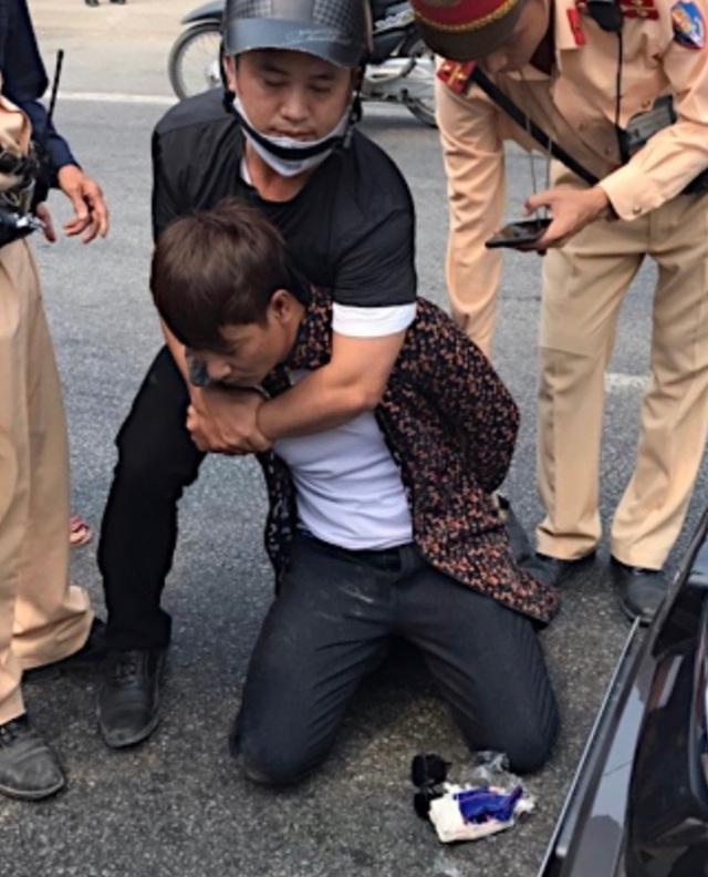 """Lực lượng CSGT """"hóa trang"""" mật phục bắt đối tượng buôn ma túy - 1"""