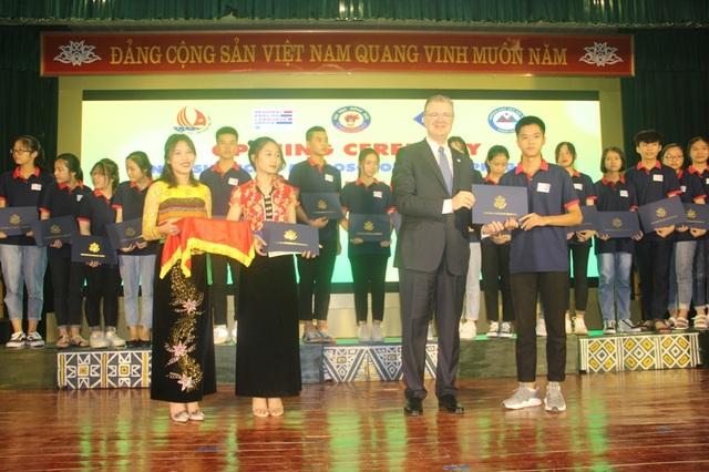Đại sứ Hoa Kỳ trao học bổng cho Trường THPT Dân tộc Nội trú tỉnh Thanh Hóa - 1