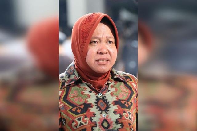 Bệnh viện vỡ trận vì Covid-19, thị trưởng Indonesia quỳ khóc xin lỗi - 1