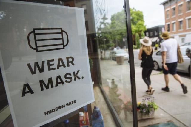 Hơn 128.000 người chết, Mỹ vẫn tranh cãi việc đeo khẩu trang chống dịch - 1