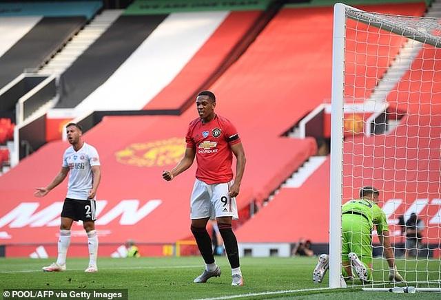 Man Utd thi đấu thăng hoa, Solskjaer vẫn dọa thay cả hàng tiền đạo - 2