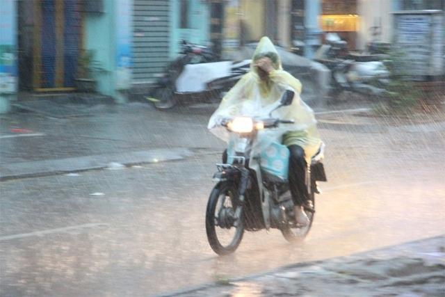 Miền Bắc hạ nhiệt, Hà Nội đón mưa từ sáng sớm - 1