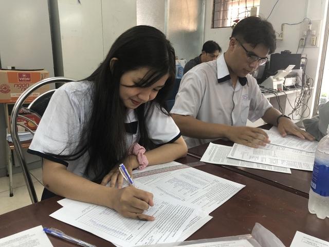 TPHCM: Không ít thí sinh đăng ký 19-20 nguyện vọng xét tuyển Đại học - 2