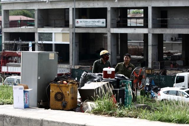 Hà Nội: Cháy lớn gần tổng kho xăng dầu, thùng hóa chất văng xa trăm mét - 14