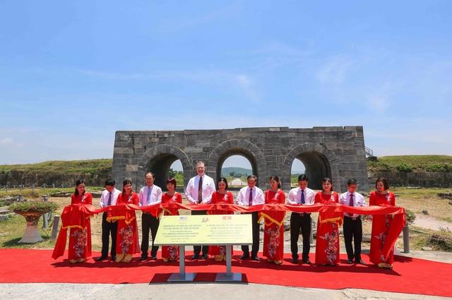 Đại sứ Mỹ khánh thành dự án bảo tồn di sản văn hóa UNESCO Thành nhà Hồ - 1