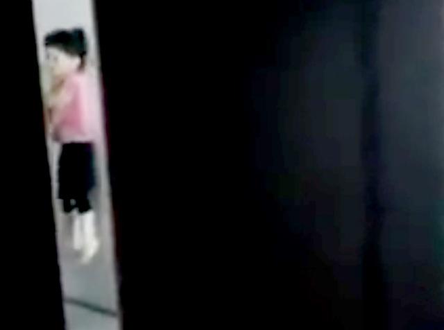 Tạm giữ người đàn ông bóp cổ, đập đầu bé gái vào tường - 1