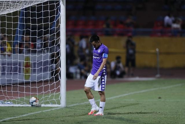 Văn Quyết đá hỏng 11m, CLB Hà Nội thua đau Sài Gòn FC - 5