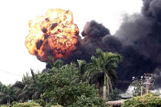 Vụ cháy gần tổng kho xăng dầu: Thùng phuy cháy không chứa hóa chất độc hại - 1