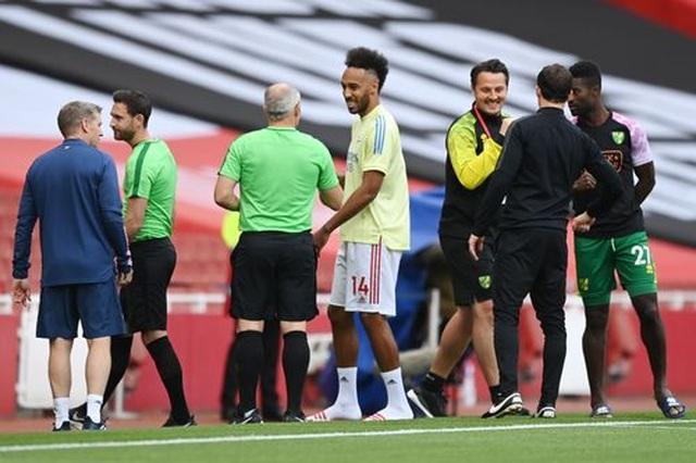Arsenal 4-0 Norwich: Aubameyang được tặng hai bàn thắng - 14