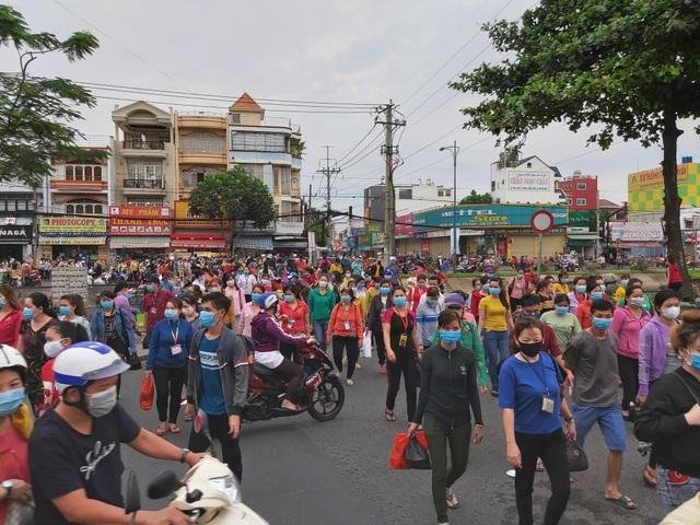 TPHCM: Công ty PouYuen tiếp tục cho 6.000 công nhân tạm ngưng việc - 1