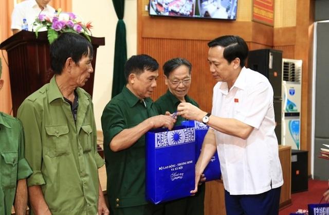 Bộ trưởng Đào Ngọc Dung lắng nghe ý kiến cử tri về đời sống, việc làm... - 7