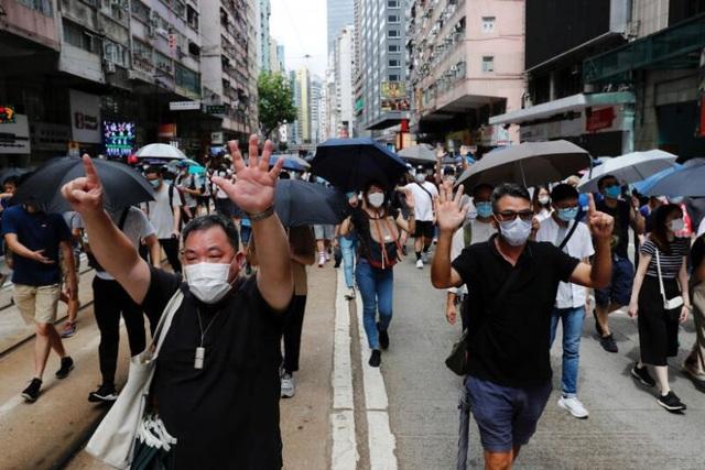 Hong Kong bắt giữ 30 người vi phạm luật an ninh mới - 1