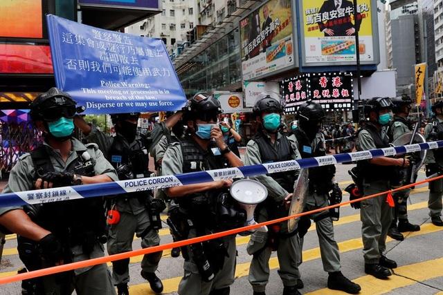 Hong Kong bắt giữ 30 người vi phạm luật an ninh mới - 2