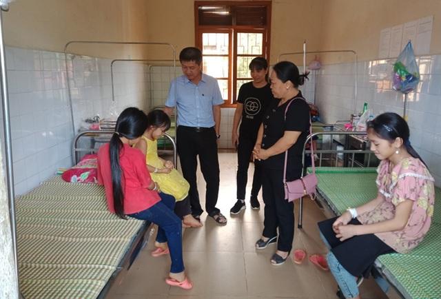 Lào Cai: Chưa tìm ra thủ phạm gây ngộ độc thực phẩm cho 85 học sinh - 1