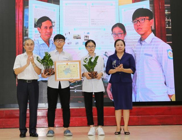 Hai học sinh lớp 11 giành giải Đặc biệt Sáng tạo Thanh thiếu niên nhi đồng - 1