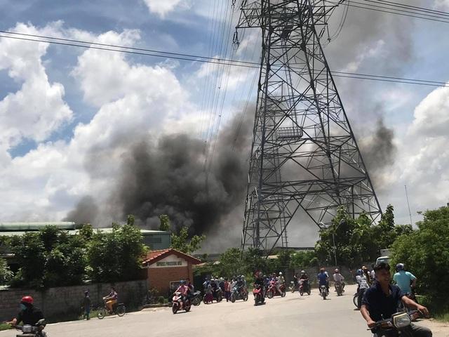 Công ty gỗ rộng 5.000 m2 đang cháy lớn - 4
