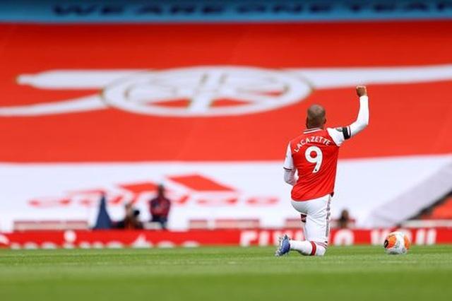 Arsenal 4-0 Norwich: Aubameyang được tặng hai bàn thắng - 12