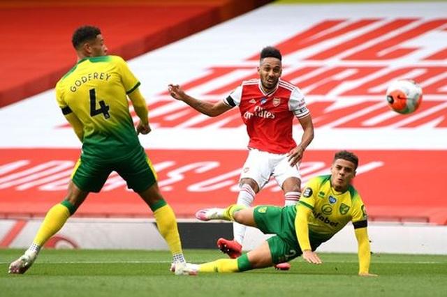 Arsenal 4-0 Norwich: Aubameyang được tặng hai bàn thắng - 11
