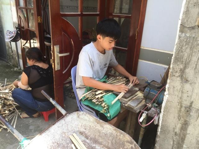 Gặp người thợ cuối cùng của xóm quạt Đà Nẵng  - 2