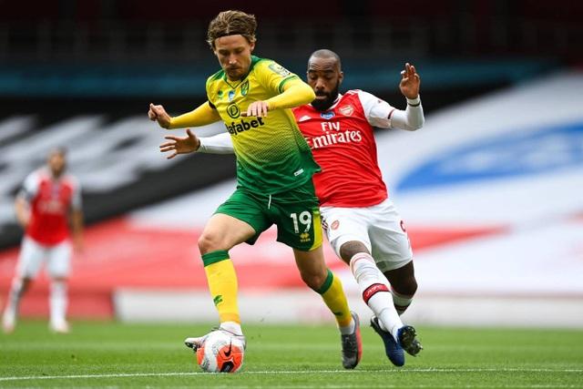 Arsenal 4-0 Norwich: Aubameyang được tặng hai bàn thắng - 10