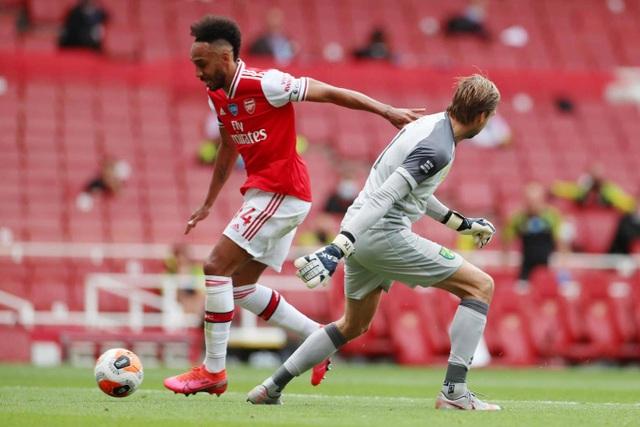 Arsenal 4-0 Norwich: Aubameyang được tặng hai bàn thắng - 8