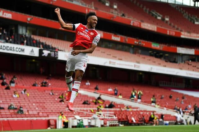 Arsenal 4-0 Norwich: Aubameyang được tặng hai bàn thắng - 6