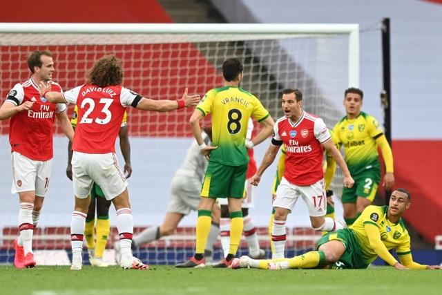 Arsenal 4-0 Norwich: Aubameyang được tặng hai bàn thắng - 3