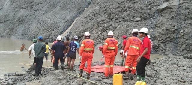 Lở đất như sóng thần chôn vùi mỏ ngọc bích Myanmar, hơn 110 người chết - 2