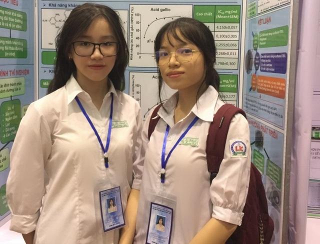 Hai nữ sinh lớp 11 nghiên cứu khả năng kháng đái tháo đường của cây lá gai - 1