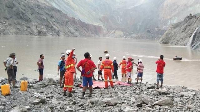 Lở đất như sóng thần chôn vùi mỏ ngọc bích Myanmar, hơn 110 người chết - 1