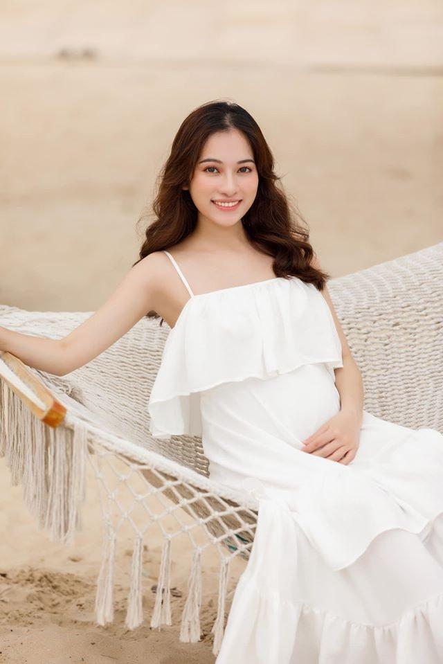 Những bà bầu sành điệu, chẳng ngại diện bikini của showbiz Việt 2020 - 19