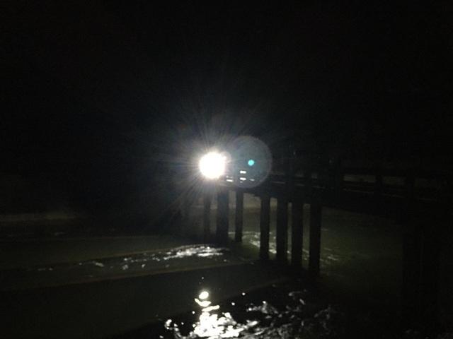 Trắng đêm tìm kiếm một học sinh đuối nước - 1