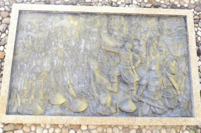 Tượng Đức Thánh Trần bên cửa biển Quy Nhơn bảo vệ tàu thuyền ngư dân - 3