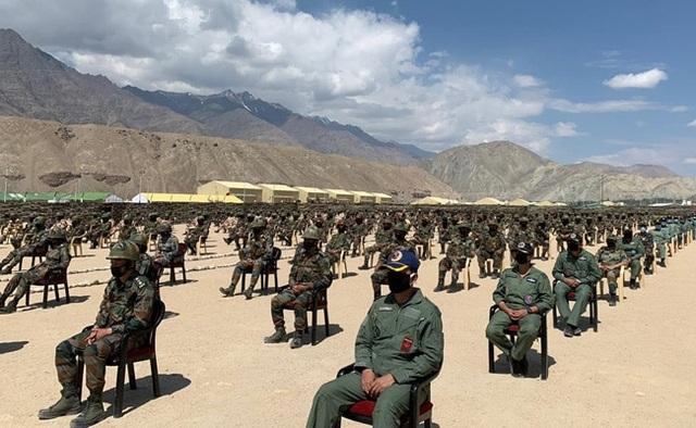 Thủ tướng Ấn Độ bất ngờ thăm căn cứ quân sự sát biên giới Trung Quốc - 3