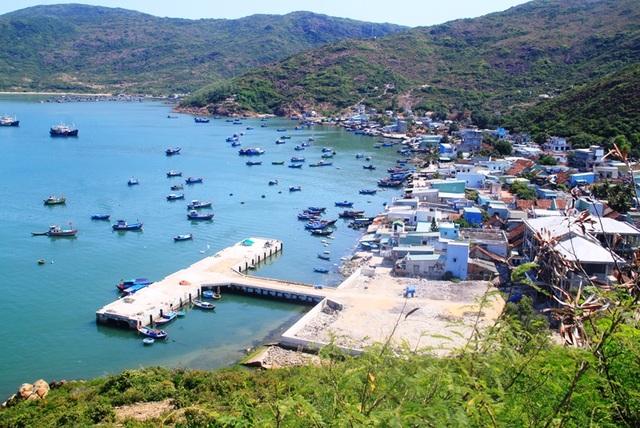 Tượng Đức Thánh Trần bên cửa biển Quy Nhơn bảo vệ tàu thuyền ngư dân - 9