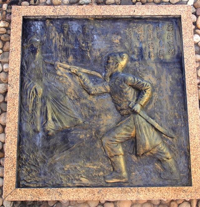 Tượng Đức Thánh Trần bên cửa biển Quy Nhơn bảo vệ tàu thuyền ngư dân - 4