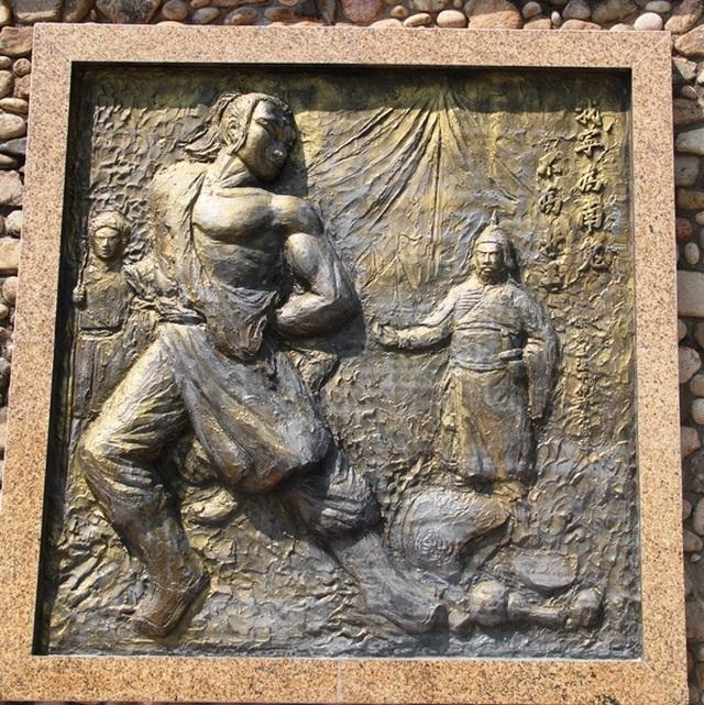Tượng Đức Thánh Trần bên cửa biển Quy Nhơn bảo vệ tàu thuyền ngư dân - 5