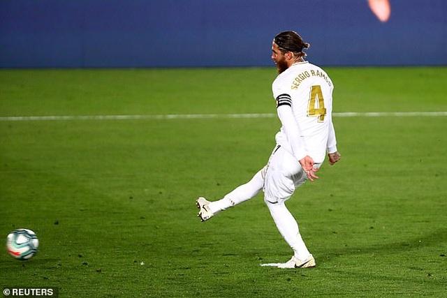 Ramos lập công, Real Madrid hạ Getafe và hơn Barcelona 4 điểm - 8
