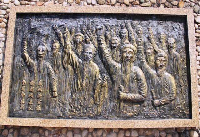 Tượng Đức Thánh Trần bên cửa biển Quy Nhơn bảo vệ tàu thuyền ngư dân - 6
