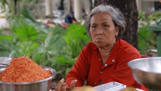 Dậy từ 4h sáng, bà cụ 64 tuổi bán cóc dạo bỏ túi 30-40 triệu đồng/tháng - 4