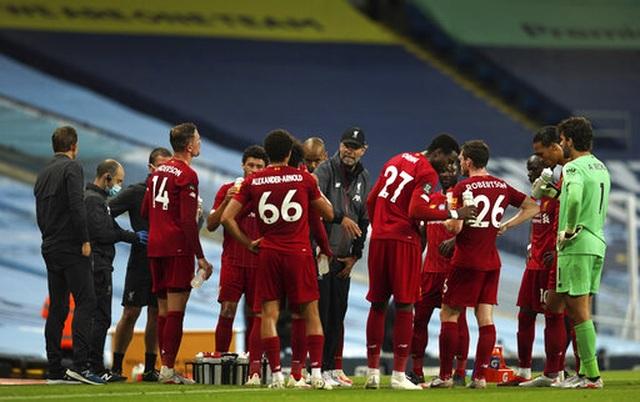Man City 4-0 Liverpool: Nhà ĐKVĐ nhận trái đắng - 1