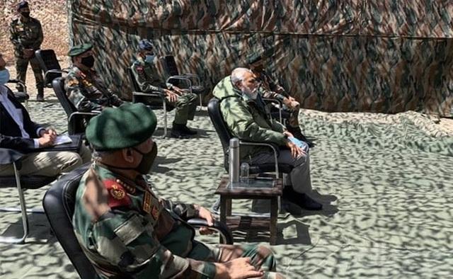 Thủ tướng Ấn Độ bất ngờ thăm căn cứ quân sự sát biên giới Trung Quốc - 2