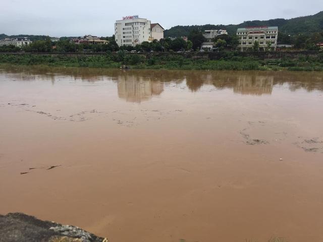 Lũ lớn trên thượng nguồn sông Hồng, nhiều nơi ở Lào Cai ngập nặng - 1