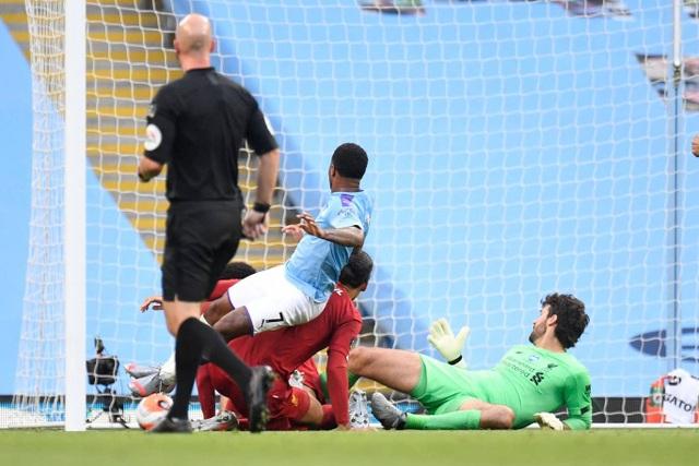 Những khoảnh khắc thất bại đắng chát của Liverpool trước Man City - 11