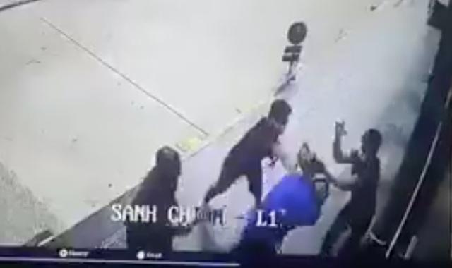Nam thanh niên trúng 2 viên đạn bi vào đầu trong cuộc ẩu đả - 1